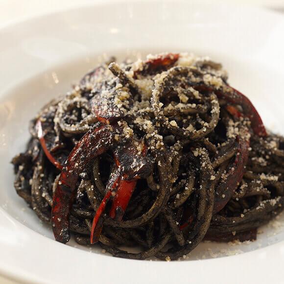 イカ墨のスパゲッティーニ